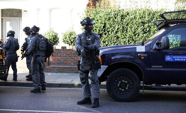 Paikalla oli runsaasti poliiseja.