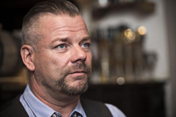Laulaja Jari Sillanpää joutuu syytteeseen lapseen kohdistuneesta seksuaalirikoksesta.