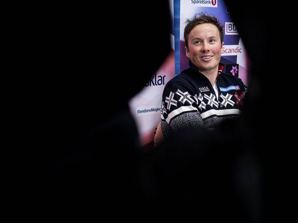 Emil Iversen on aloittanut kauden 2018-2019 vahvasti. Hän on yltänyt henkilökohtaisilla matkoilla kolmesti palkintokorokkeelle, ja sijoitus maailmancupissa on ennen Tour de Skitä kolmas.
