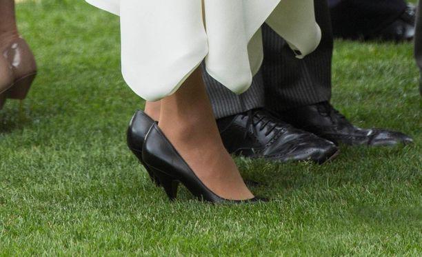 Meghan luotti mustiin kenkiin Roal Ascot -hevostapahtumassa.