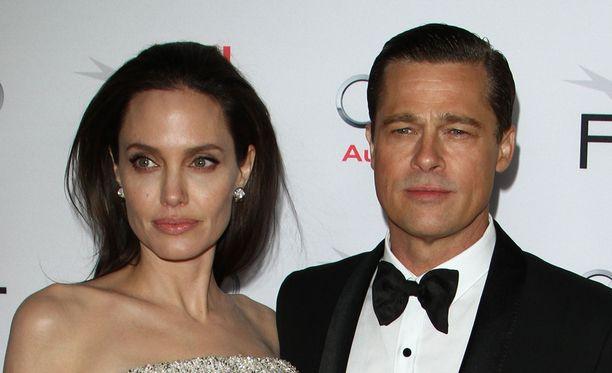 Angelina Jolien ja Brad Pittin suhde kesti 12 vuotta.