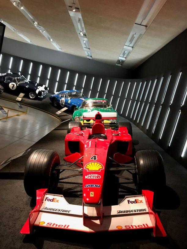 Tällä autolla Michael Schumacher voitti kolmannen maailmanmestaruutensa vuonna 2000.