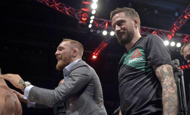 John Kavanagh (oik.) ja Conor McGregor ovat UFC:n supertiimi.