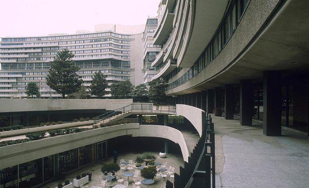 """Richard Nixonin lähettämät """"putkimiehet"""" murtautuivat Watergate-hotelliin ja -konttorirakennukseen, jossa oli kilpailevan demokraattisen puolueen toimisto."""
