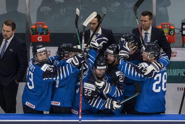 Suomi kaatoi Ruotsin 3–2 ja eteni välieriin.