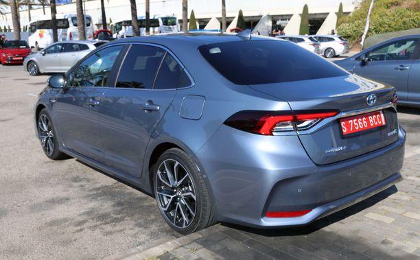 Uusi Corolla Sedan on teknisesti sama auto kuin muutkin korimallit.