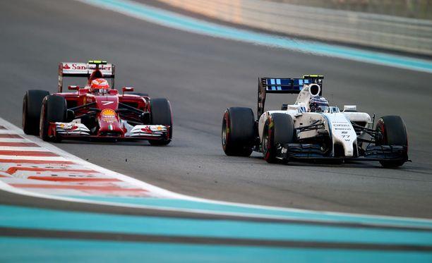 Kimi Räikkönen ja Valtteri Bottas kisasivat kolmossijasta aina viimeiselle kierrokselle asti.