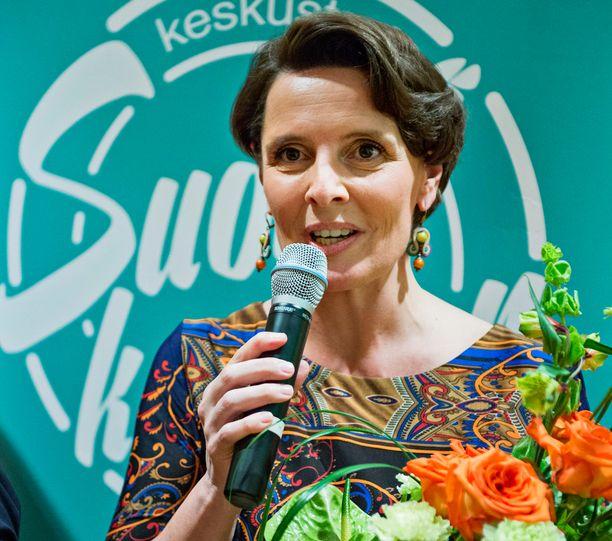 Liikenne- ja viestintäministeri Anne Bernerin (kesk) glögikaverit pääsivät vastaamaan ministeriön kansalaisille suuntaamaan kyselyyn.