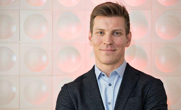 Antti Holma näyttelee Cheekin elämästä kertovassa Veljeni vartija -elokuvassa kaksoisroolin Jare ja Jere Tiihosena.