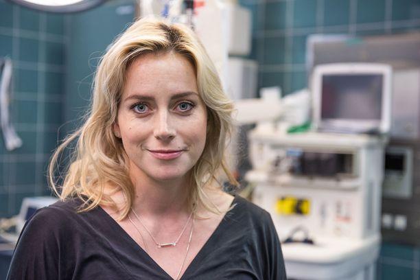 Iina Kuustonen oli jo pitkällä raskaana kuvatessaan Syke-sarjaa.