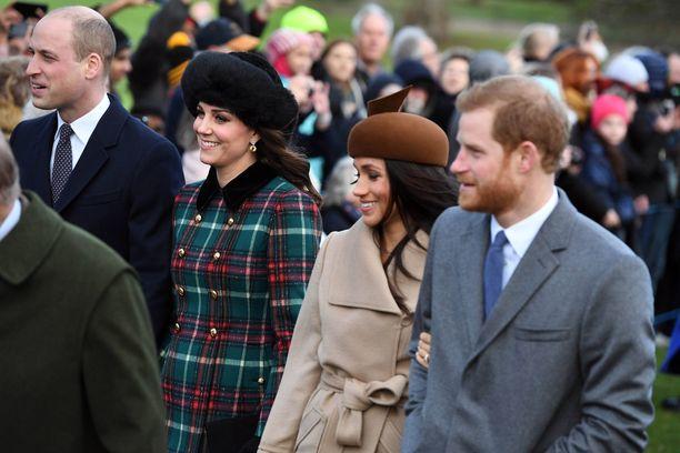 Viime vuonna koko nelikko oli yhtä hymyä, kun he osallistuivat joulukirkkoon Sandringhamissa joulupäivänä.