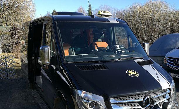 Poliisi etsi Niina Syrjäläistä ja hänen kuvassa olevaa autoaan pari päivää.