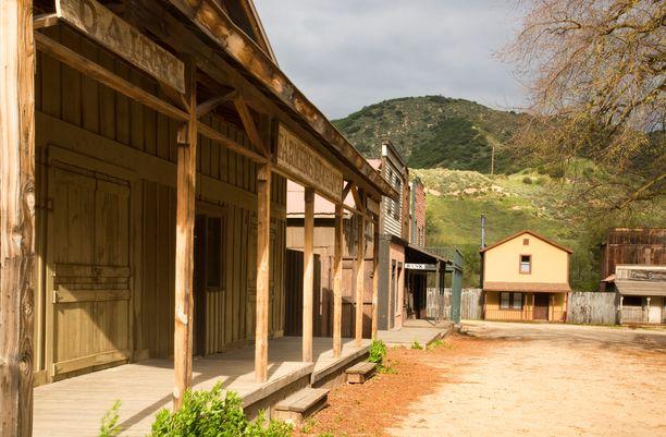 Santa Monican vuoristossa sijaitseva Paramount Ranch on toiminut kuvauspaikkana lukuisille länkkärityylisille tuotannoille.