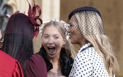 Kate Mossin tytär on aivan kuin äitinsä – tuoreet kuvat näytöslavalta
