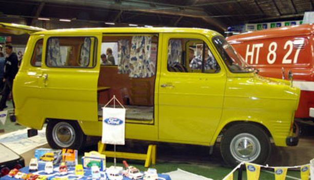 6. KELTAINEN TORIAUTO 1976 Ford Transit