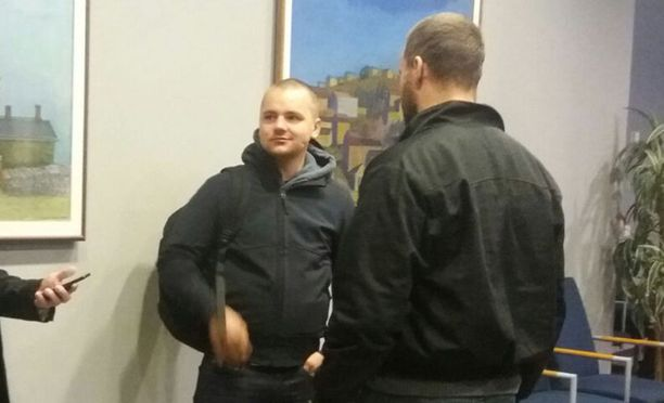Jesse Torniainen saapui torstain oikeudenkäyntiin yhdessä muiden uusnatsien kanssa.