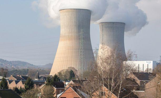 Belgian Tihangessa sijaitseva voimala on ollut viime aikoina julkisuudessa muun muassa sen vuoksi, että sen työntekijöiden kulkulupia poistettiin Brysselin tiistaisten terrori-iskujen jälkeen.
