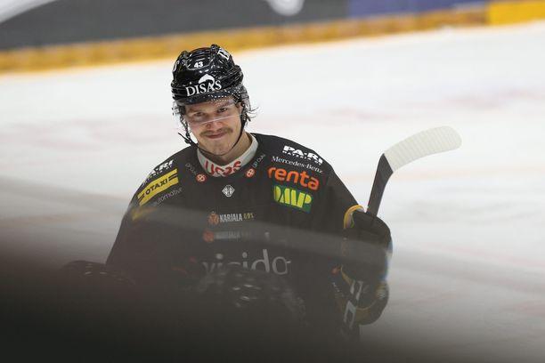 """Miihkali Teppo sai """"kunnian"""" ottaa kauden ensimmäisen pelikiellon kontolleen."""