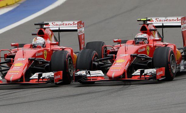 Kimi Räikkönen ja Sebastian Vettel starttaavat Austinissa lähtöruudukon keskivaiheilta - korkeintaan.
