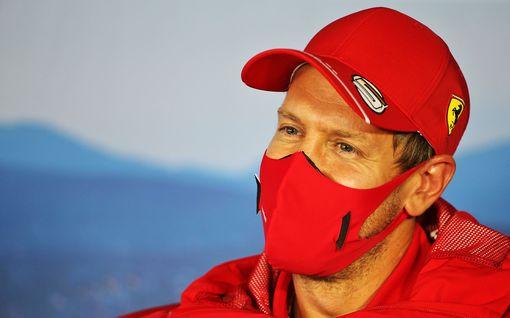 Toimittaja yritti saada Sebastian Vettelin nalkkiin epätoivoisella James Bond -kysymyksellä - saksalainen väisti