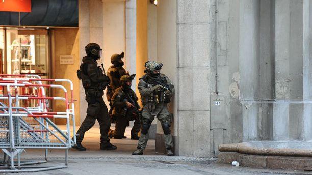 Poliisioperaatio on käynnissä Münchenissä ampujan tai ampujien kiinnisaapumiseksi.