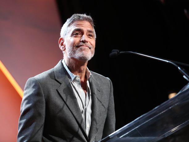 Näyttelijä George Clooney hämmästelee tapaa, jolla herttuatar Meghania kohdellaan.