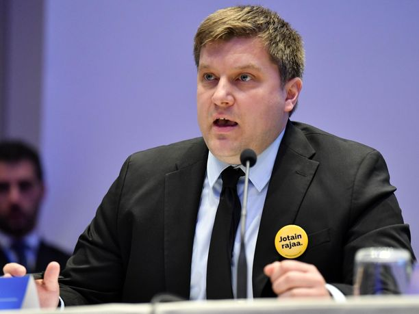 Perussuomalaisten eurovaaliehdokas Olli Kotro on ehdottanut rajattua viisumivapautta Venäjälle.