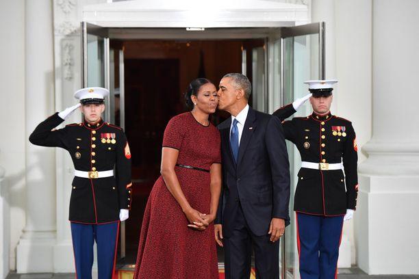 Obamat ovat jääneet mieliimme muun muassa lukuisista julkisista pienistä hellyydenosoituksistaan, joita he jakelivat nykyistä Yhdysvaltain presidenttiparia enemmän.