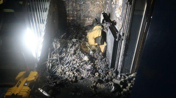 Kuvassa Järvenpään Haltiapolun kerrostalon rappukäytävä, jossa tulipalo syttyi.
