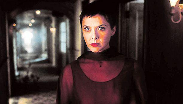 Annette Bening näkee outoja unia kotikaupungissaan vaanivasta murhamiehestä.