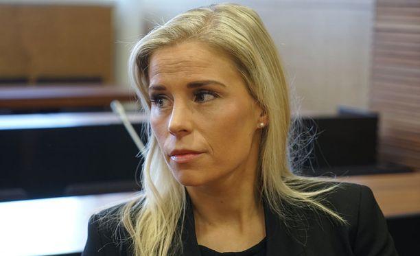 Helsingin hovioikeudessa käsitellään torstaina asianajaja Heikki Lampelan pahoinpitelyjuttua. Asianomistajana on Lampelan naisystävä Hanna Kärpänen.