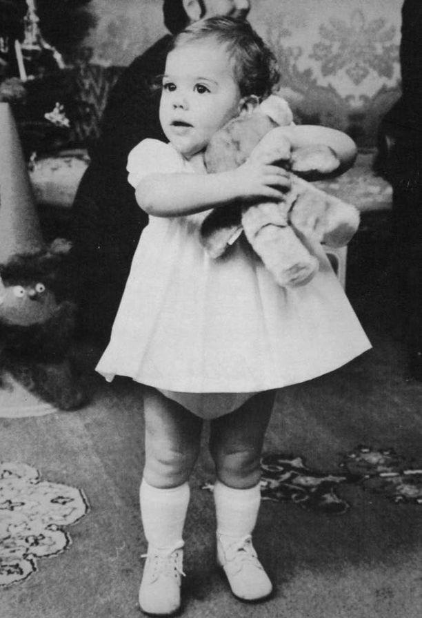 Yhdennäköisyys Estellen ja pikku-Victorian välillä on huomattava. Kuva vuodelta 1978.