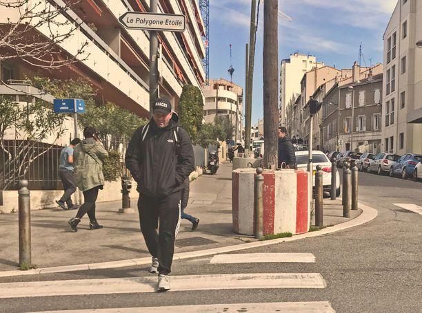 Tranbergiksi epäilty mies kuvattiin Narcos-lippiksessä Ranskan Marseillessa vuosi sitten maaliskuussa.