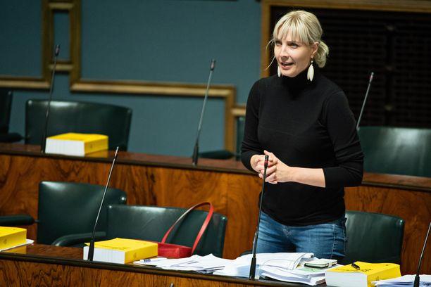 Eduskuntaan äänivyöryllä valittu Laura Huhtasaari on ehdolla myös Euroopan parlamenttiin.