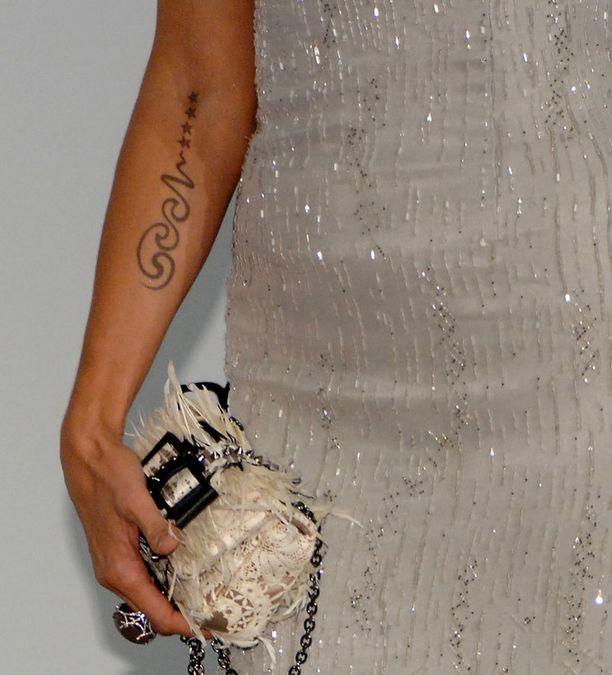 Vielä vuonna 2011 Heidi Klum ja Seal olivat onnellisesti naimisissa ja tatuointi selvärajainen.