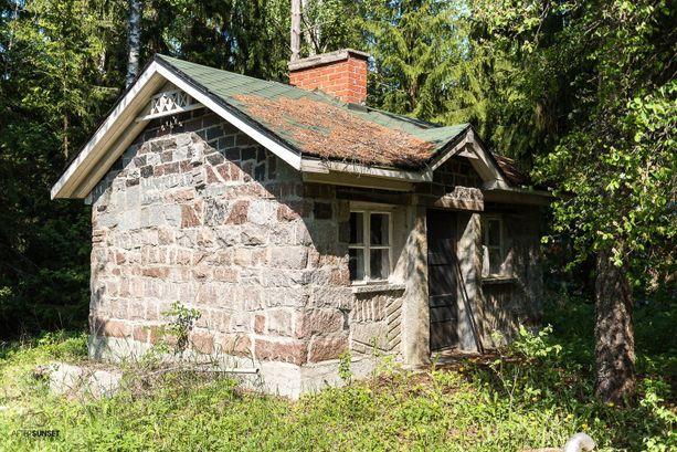 Rauni muurasi myös saunan kivestä.