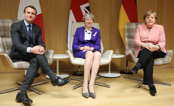 Britannian pääministeri Theresa May, Ranskan presidentti Emmanuel Macron ja Saksan liittokansleri Angela Merkel keskustelivat torstaina Brysselissä myös keskenään pienemmällä kokoonpanolla.