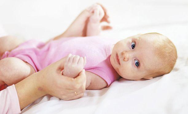 Vauvojen aivot opettelevat sanojen muodostamista jo paljon ennen kuin vauva todellisuudessa sanoo ensimmäisen sanansa.