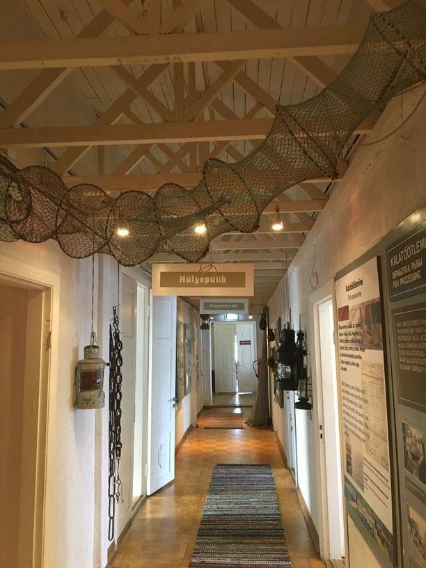 Viehättävä museorakennus on vanha kansakoulu.