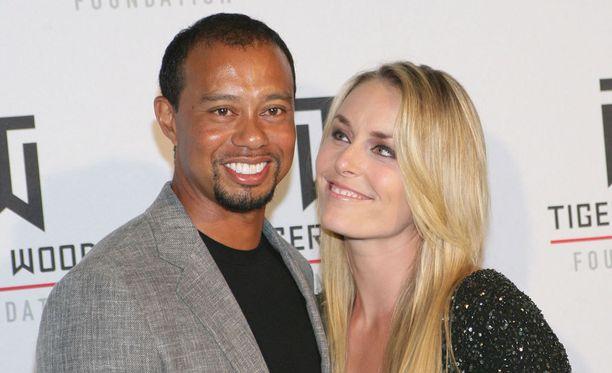 Tiger Woods ja Lindsey Vonn onnistuivat oikeusavun turvin saamaan kuvat pois sivustolta.