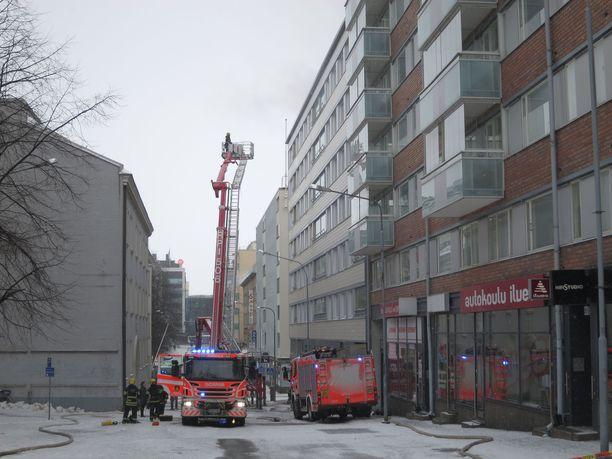 Sammutus- ja pelastustöihin osallistui yli 100 henkilöä.Palohälytys tuli hätäkeskukseen kello viiden jälkeen ja sammuttamassa paloa oli 17 yksikköä Pirkanmaan pelastuslaitokselta. Arkistokuva.