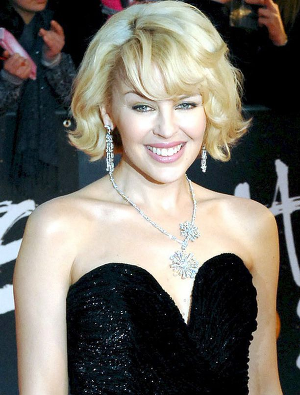 KARKUUN MURHEITA. Kylie Minogue ja Natalie Imbruglia toivovat, että sydänsurut unohtuisivat Mauritiuksen auringossa.