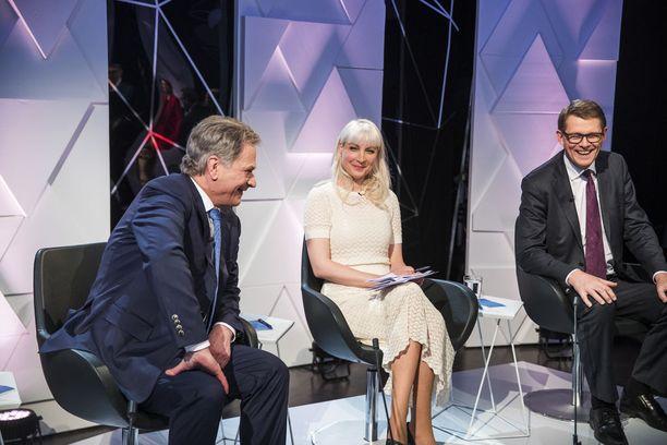Presidenttiehdokkaat Sauli Niinistö, Laura Huhtasaari ja Matti Vanhanen vaalitentissä 25. tammikuuta 2018.