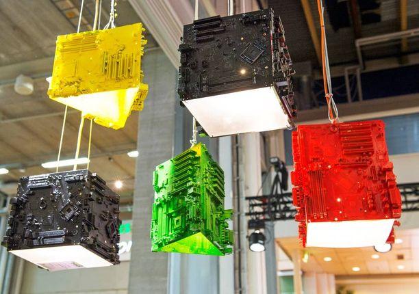 Jari Mirandan suunnitteleman Trash Design Motherboard Lampin teko-ohjeet löytyvät verkosta.