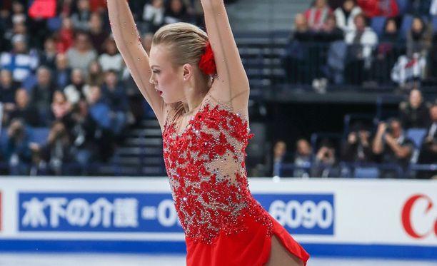 Ensimmäistä kertaa MM-kilpailuissa esiintynyt Emmi Peltonen kokosi itsensä upeasti virheen jälkeen.