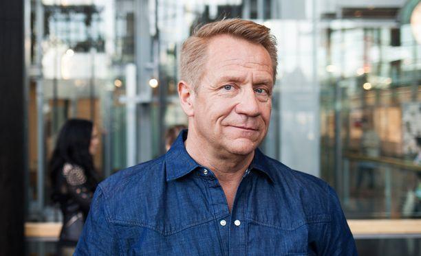 Olli Lindholm löysi uuden rakkaan voimailupiireistä.