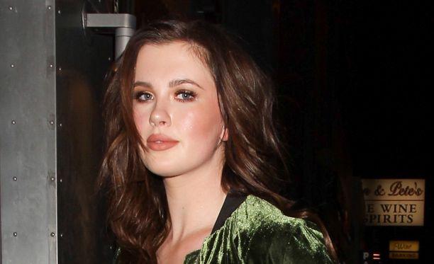 Ireland Baldwin on näyttelijäkaksikko Alec Baldwinin ja Kim Basingerin tytär.
