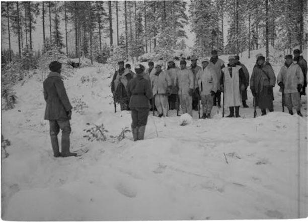 Aarne Juutilaisen komppania joulujumalanpalveluksessa Kollaalla 1939.