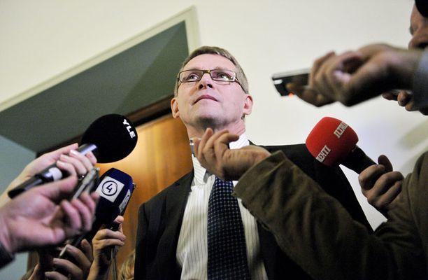 Ratkaisun päivä Perustuslakivaliokunta päättää tänään, joutuvatko entisen pääministerin Matti Vanhasen tekemiset poliisitutkintaan.