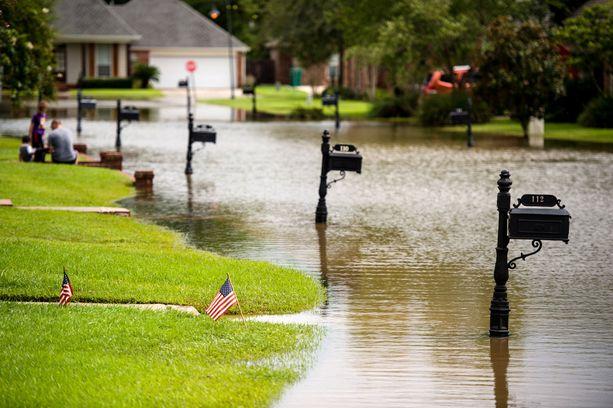 Katunäkymä Youngsvillesta sateiden laannuttua.